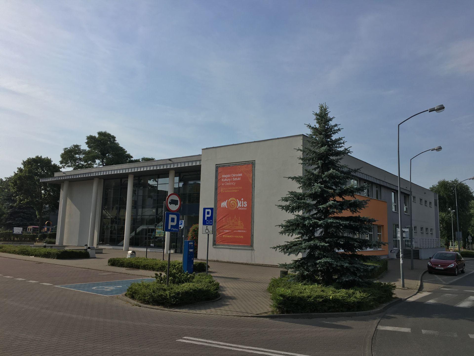 Główny budynek MOKiS